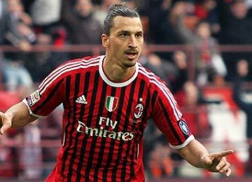 zlatan-ibrahimovic-scores-for-milan-from-outside-area